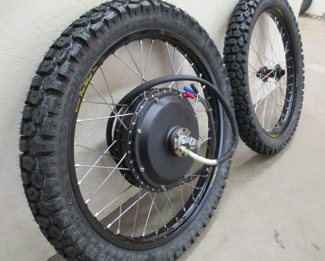 The Cromotor with Shinko SR241 tires.