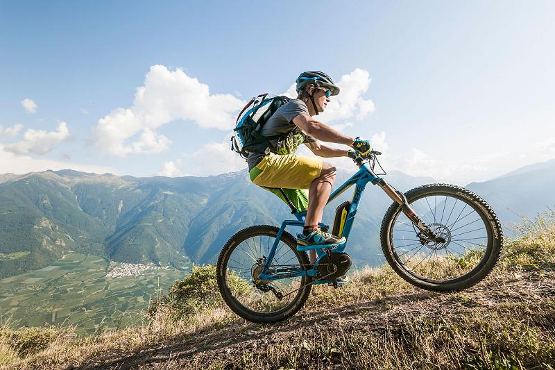 cube-stereo-hybrid-mountain-bike-elettrica-azione-2
