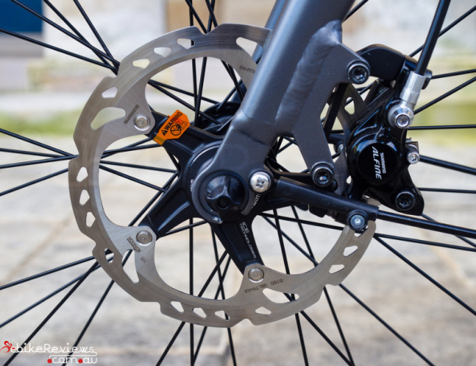 Shimano ICE 160mm hydraulic disc brake on the front