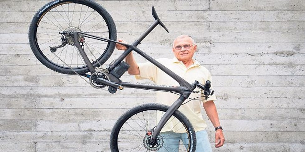 Bikes Electric Bicycle Carbon fiber this bike weighs